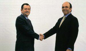 Alfredo Sáenz y Emilio Botín celebran el acuerdo para la continuidad del primero al frente de un Banesto ya integrante del Grupo Santander.