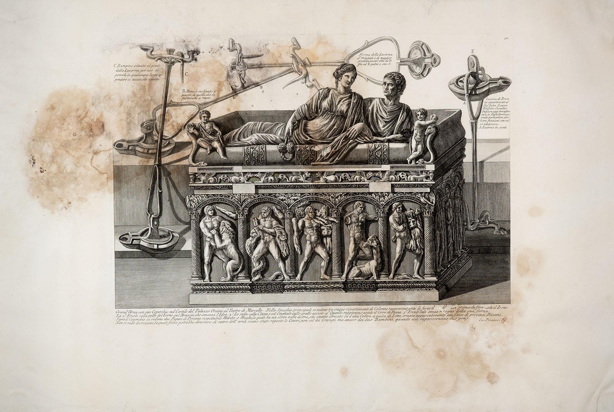 24. Grand'Urna con suo coperchio nel Cortile del Palazzo Orsini al Teatro di Marcello